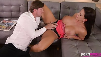 Top-heavy bombshell Chloe Lamour needs will not hear of asshole to be crammed with big cock GP904