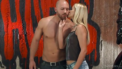 Muscular macho bangs anal hole of blue babe Cherry Kiss and cums aloft her face