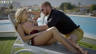Alluring busty sexpot Alyssia Kent forgets alongside sunbathing and fucks like whore