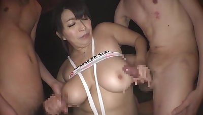 Yukari Orihara having fun with men in a public bath