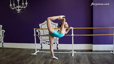 Amateur flexible teen Julia Fiatal shows will not hear of shaved love tube