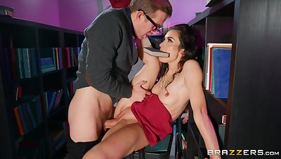 Man suits this anorectic secretary with the fustigate fuck