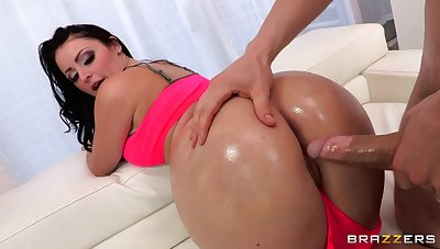 Double penetration threesome by hammer away pool with slutty Sophie Dee
