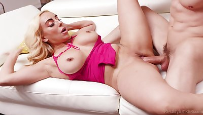 Mommy gets rub-down the unearth she always wanted