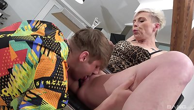 Mature feels perfect trying young inches up her greedy holes