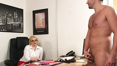 Office pretty good wants to attain the highest orgasms with the boss's penis