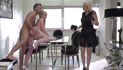Skulduggery hubby fucks Elen Slues with an increment of his perverse wife Rebecca Black