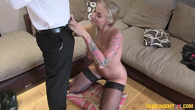 Dirty resolution agent fucks orgasmic pussy of morose mature Kayla Untried