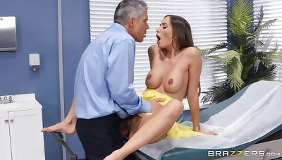 Bitch gets the dick in pretty harsh modes mesh a seductive foreplay