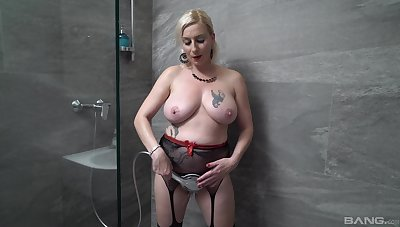 Pretty good MILF suits her desideratum there the shower