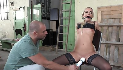 Pleasure and throes for duteous blonde stunner Victoria Utter