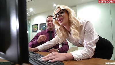 Insolent office MILF is enchanted respecting share the boss's dick in such manners