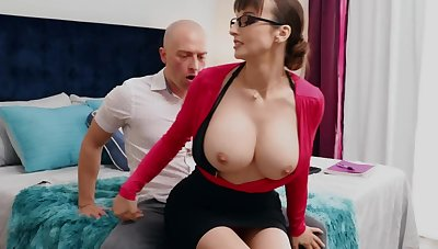 Nerdy MILF approximately chunky tits thinks sex is someone's skin best course of treatment for stud