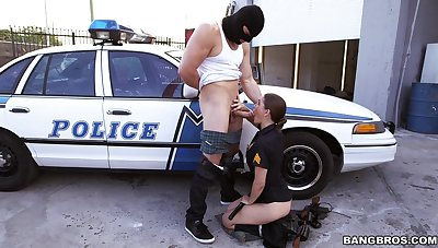 Thief with a massive dick fucks horny establishment officer Molly Jane